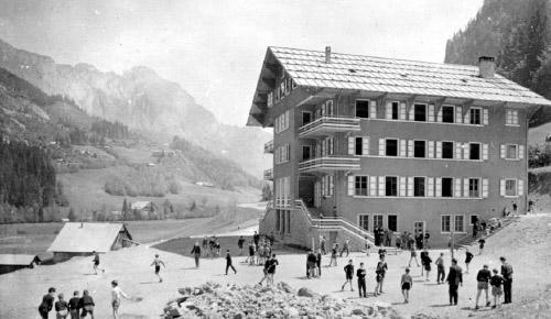 Le chalet Perce-Neige à sa construction
